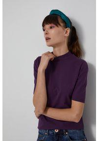 medicine - Medicine - T-shirt Basic. Okazja: na co dzień. Typ kołnierza: golf. Kolor: fioletowy. Materiał: bawełna, dzianina. Styl: casual