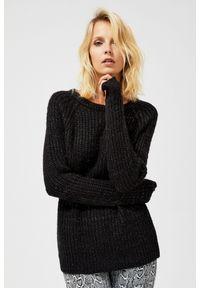 Czarny sweter MOODO klasyczny, długi