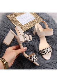 Beżowe sandały Juma
