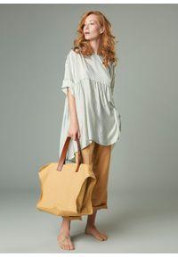 Miętowa sukienka oversize, w kropki, klasyczna