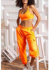 Pomarańczowy komplet sportowy IVET w kolorowe wzory