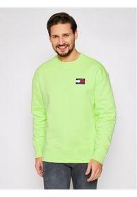 Tommy Jeans Bluza Tjm Badge Crew DM0DM06592 Zielony Regular Fit. Kolor: zielony