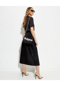 prada - PRADA - Czarna rozkloszowana spódnica midi. Stan: podwyższony. Kolor: czarny. Materiał: tkanina. Styl: sportowy