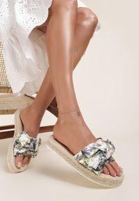 Renee - Białe Klapki Thelishae. Nosek buta: otwarty. Kolor: biały. Materiał: materiał. Obcas: na platformie