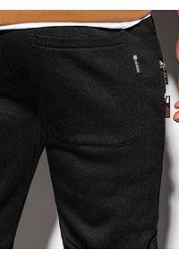 Ombre Clothing - Spodnie męskie dresowe P900 - czarne - XXL. Kolor: czarny. Materiał: dresówka. Wzór: aplikacja