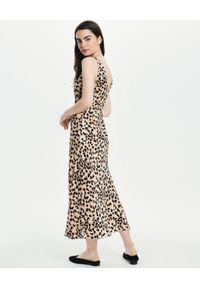LOVLI SILK - Jedwabna sukienka w zwierzęcy print #NO.14. Typ kołnierza: dekolt na plecach. Kolor: beżowy. Materiał: jedwab. Wzór: motyw zwierzęcy, nadruk
