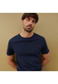 Reserved - Bawełniana koszulka basic - Granatowy. Kolor: niebieski. Materiał: bawełna