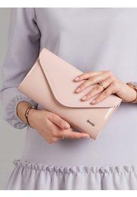 Różowa kopertówka ROVICKY lakierowana, wizytowa, na ramię