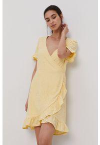 Vila - Sukienka. Kolor: żółty. Materiał: dzianina. Długość rękawa: krótki rękaw. Wzór: gładki. Typ sukienki: rozkloszowane