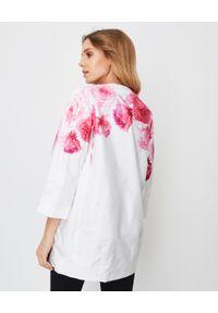 MONCLER - Biały płaszcz w kwiaty. Kolor: biały. Materiał: materiał, poliamid. Wzór: kwiaty. Styl: elegancki