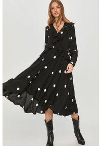 Czarna sukienka Answear Lab w grochy, midi, prosta, wakacyjna