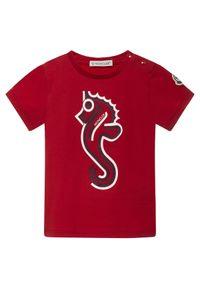 MONCLER KIDS - Czerwony t-shirt z nadrukiem 0-3 lat. Kolor: czerwony. Materiał: bawełna, materiał. Wzór: nadruk. Sezon: lato. Styl: klasyczny