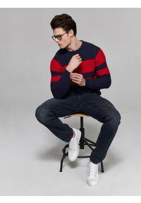 Niebieski sweter TOP SECRET elegancki, w paski, z okrągłym kołnierzem, na wiosnę