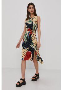 Superdry - Sukienka. Okazja: na co dzień. Materiał: tkanina. Typ sukienki: proste, asymetryczne. Styl: casual