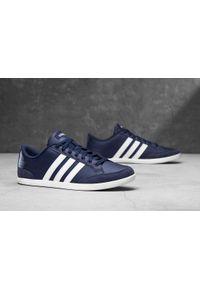 Niebieskie sneakersy Adidas na co dzień, z cholewką