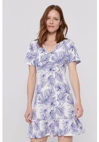 Desigual - Sukienka. Okazja: na co dzień. Kolor: biały. Materiał: tkanina. Długość rękawa: krótki rękaw. Typ sukienki: proste. Styl: casual