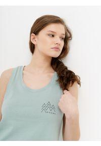 outhorn - Top z nadrukiem damski. Materiał: bawełna, tkanina. Długość rękawa: na ramiączkach. Wzór: nadruk. Sezon: lato
