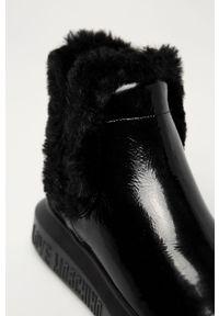 Czarne botki Love Moschino bez obcasa, z okrągłym noskiem, z cholewką