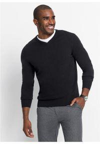 Czarny sweter bonprix klasyczny, z dekoltem w serek