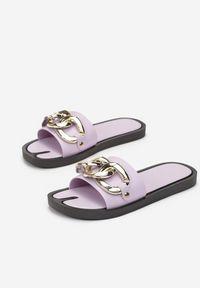 Born2be - Liliowe Klapki Gwenhiga. Kolor: fioletowy. Materiał: guma. Wzór: haft, ażurowy, aplikacja. Obcas: na płaskiej podeszwie