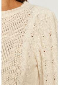 Guess Jeans - Sweter. Okazja: na co dzień. Kolor: beżowy. Materiał: jeans. Długość rękawa: długi rękaw. Długość: długie. Wzór: ze splotem. Styl: casual