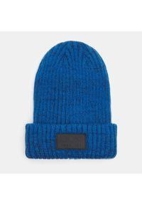 Niebieska czapka Sinsay z aplikacjami