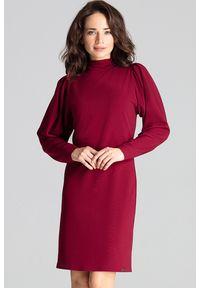 Lenitif - Elegancka sukienka ze stójką i bufiastymi rękawami bordowa. Okazja: do pracy. Typ kołnierza: kołnierzyk stójkowy. Kolor: czerwony. Długość rękawa: długi rękaw. Styl: elegancki. Długość: midi