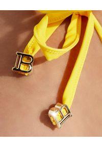 Balmain - BALMAIN - Bikini w paski z logo. Kolor: biały. Wzór: paski