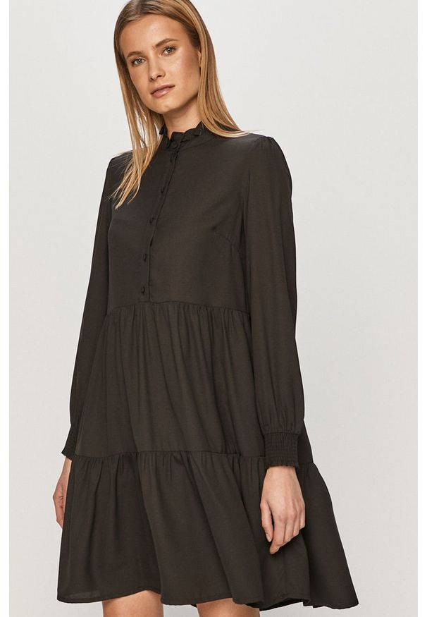 Czarna sukienka Pieces ze stójką, prosta
