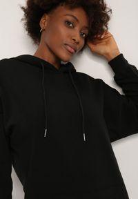 Renee - Czarna Bluza Naesonia. Kolor: czarny. Materiał: tkanina. Długość: krótkie. Wzór: gładki. Styl: klasyczny