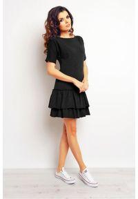 Infinite You - Bawełniana sukienka z falbanami u dołu. Okazja: na co dzień. Materiał: bawełna. Wzór: aplikacja. Styl: elegancki, casual