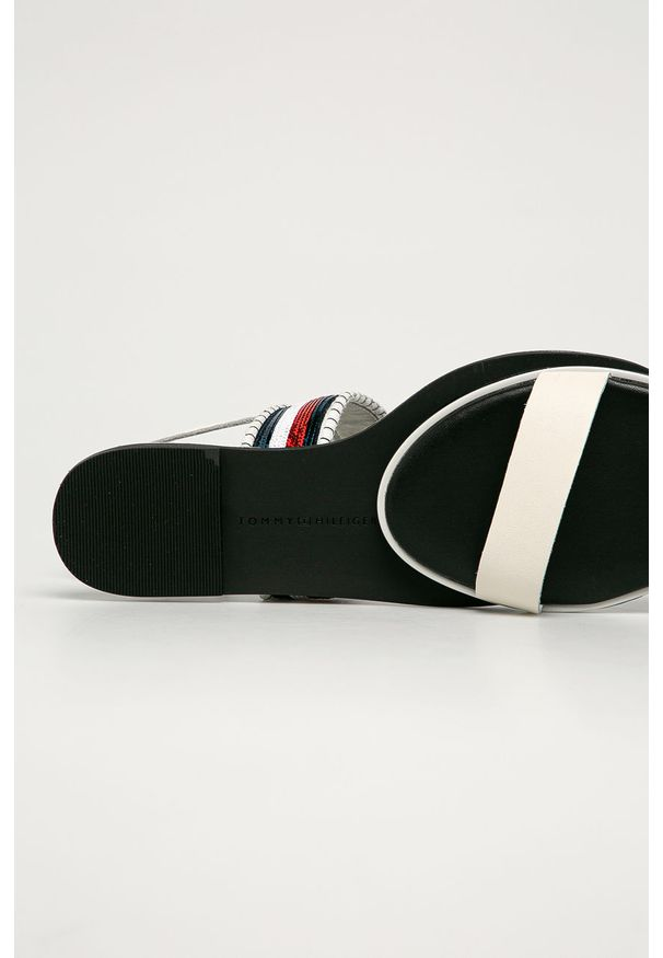 Białe sandały TOMMY HILFIGER na klamry