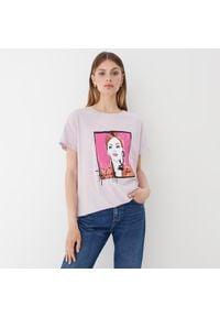 Mohito - T-shirt z kontrastowym nadrukiem - Różowy. Kolor: różowy. Wzór: nadruk