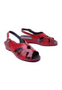 Czerwone sandały Suave na koturnie