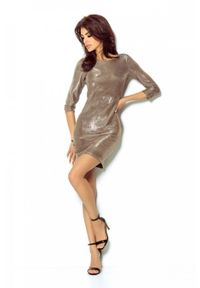 e-margeritka - Elegancka połyskująca sukienka na przyjęcia złota - 36. Okazja: na imprezę. Typ kołnierza: typu klepsydra. Kolor: złoty. Materiał: poliester, materiał, elastan. Typ sukienki: proste, kopertowe. Styl: elegancki. Długość: mini
