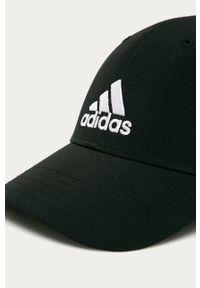 Czarna czapka z daszkiem adidas Performance z aplikacjami