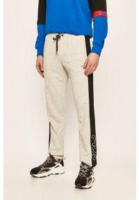 Szare spodnie dresowe Fila z aplikacjami