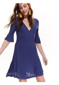 TROLL - Sukienka damska, z kopertowym dekoltem. Okazja: na co dzień. Typ kołnierza: dekolt w serek. Kolor: niebieski. Materiał: prążkowany, dzianina. Długość rękawa: krótki rękaw. Sezon: lato, wiosna. Typ sukienki: kopertowe. Styl: casual