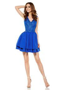 Niebieska sukienka z falbanami Lemoniade w koronkowe wzory, wizytowa