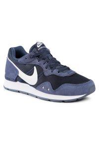 Nike - Buty NIKE - Venture Runner CK2944 400 Midnight Navy/White. Kolor: niebieski. Materiał: skóra, zamsz, materiał
