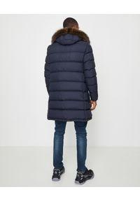 MONCLER - Granatowy płaszcz puchowy Agay. Kolor: niebieski. Materiał: puch. Długość rękawa: długi rękaw. Długość: długie. Sezon: zima