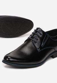 Born2be - Czarno-Niebieskie Półbuty Calorephis. Nosek buta: okrągły. Zapięcie: sznurówki. Kolor: czarny. Materiał: skóra. Obcas: na obcasie. Styl: klasyczny, elegancki. Wysokość obcasa: niski