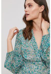 Pepe Jeans - Sukienka Loreto. Materiał: materiał. Długość rękawa: długi rękaw. Typ sukienki: rozkloszowane