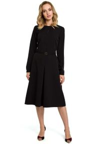 Czarna sukienka MOE do pracy, elegancka