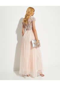 NEEDLE & THREAD - Sukienka maxi Lovell. Typ kołnierza: dekolt gorset. Kolor: różowy, wielokolorowy, fioletowy. Materiał: tiul. Wzór: kwiaty, aplikacja. Typ sukienki: gorsetowe. Długość: maxi