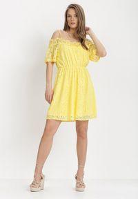 Born2be - Żółta Sukienka Alphyrtus. Kolor: żółty