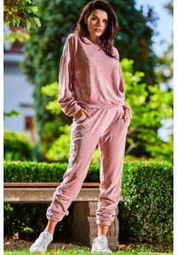 Różowe spodnie dresowe Awama