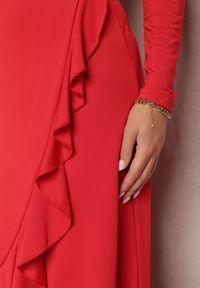 Renee - Czerwona Sukienka Mynialle. Typ kołnierza: dekolt w kształcie V. Kolor: czerwony. Materiał: dzianina. Długość rękawa: długi rękaw. Typ sukienki: kopertowe. Długość: maxi