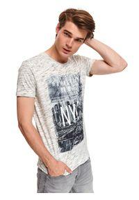 Beżowy t-shirt TOP SECRET z klasycznym kołnierzykiem, na jesień, klasyczny, krótki
