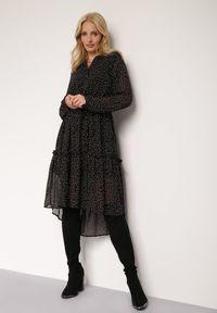 Renee - Czarna Sukienka Hellynome. Kolor: czarny. Materiał: tkanina. Typ sukienki: asymetryczne. Długość: midi